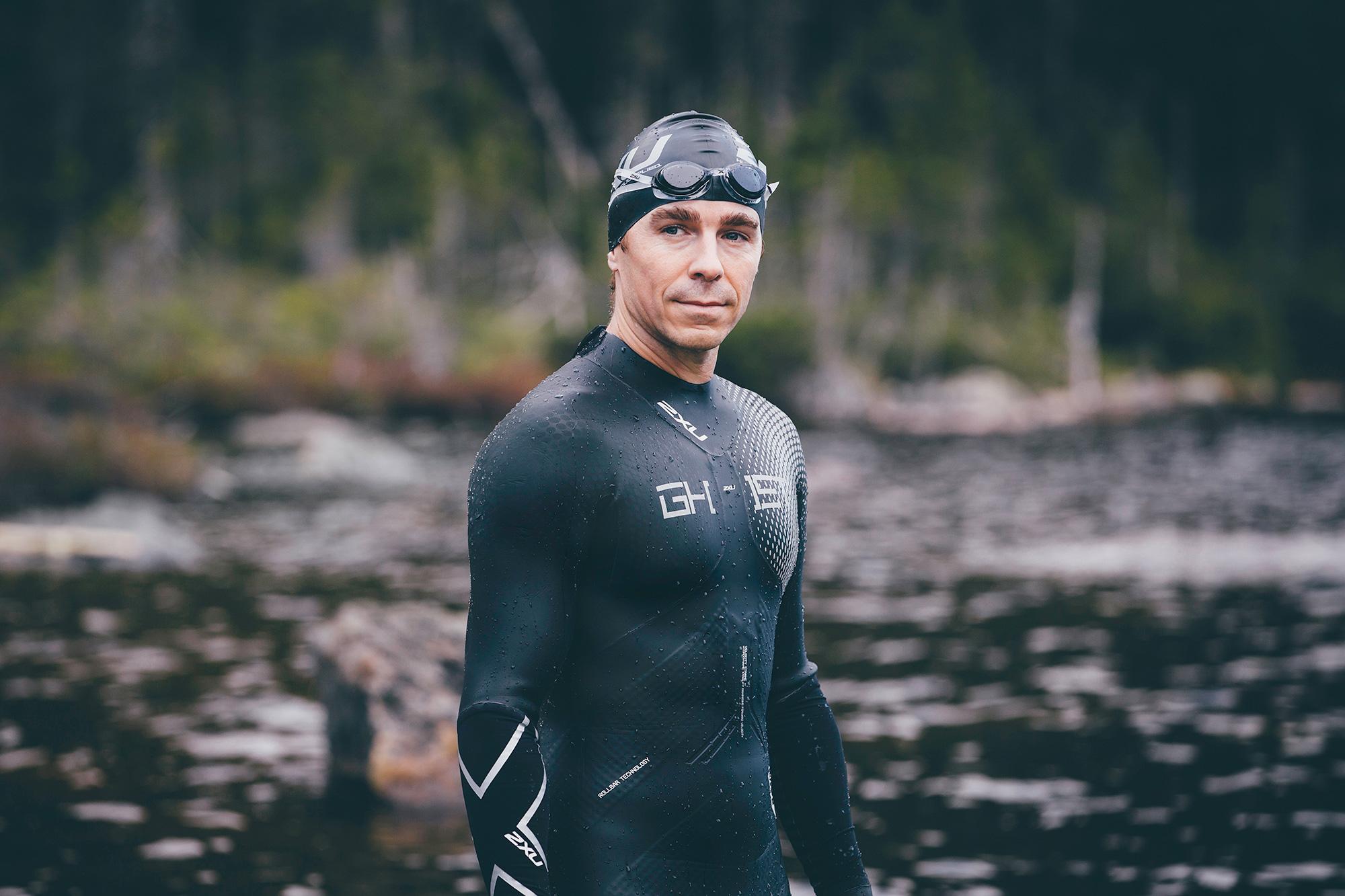 Tommy Ferlatte avec le wetsuit GHST de 2XU / Photo : Morgane Moussé