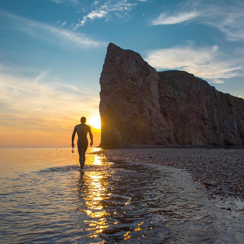 sunrise sunrising gaspésie rocher percé quebecoriginal leverdesoleil trisuit 2xucanada swimbikerun 2xu wetsuit